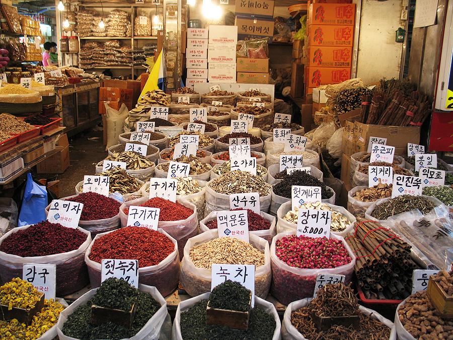 Рынок Кёнгдонг, Сеул, Южная Корея, Азия